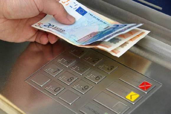 Πάνω από 9.600 κλήσεις-επισκέψεις στον Τραπεζικό Μεσολαβητή το 2013 | tovima.gr