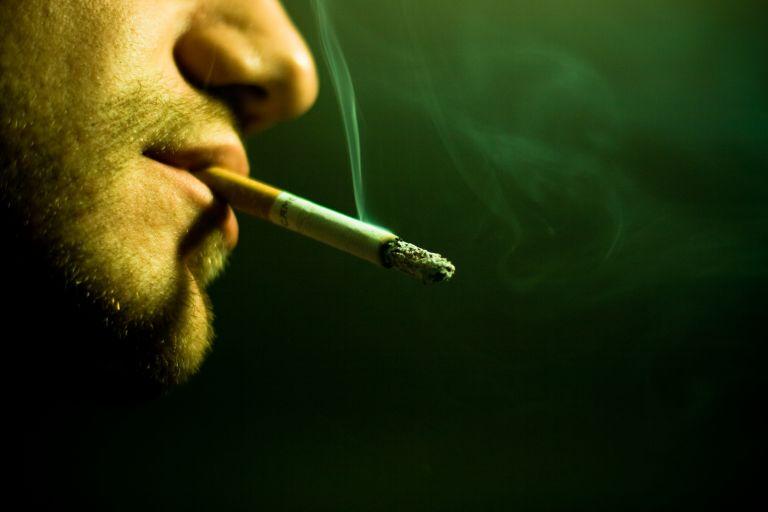 Αντικαρκινική Εταιρεία: Να απαγορευθεί το κάπνισμα σε ανοιχτούς χώρους | tovima.gr