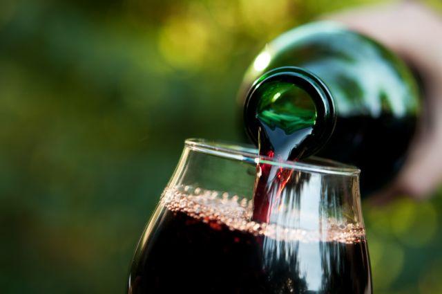 Ισχυρό πλήγμα στο ελληνικό κρασί η επιβολή φόρου | tovima.gr