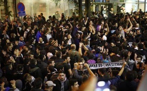 Θεσσαλονίκη: Θερμή υποδοχή στον ΠΑΟΚ από 3.000 οπαδούς | tovima.gr