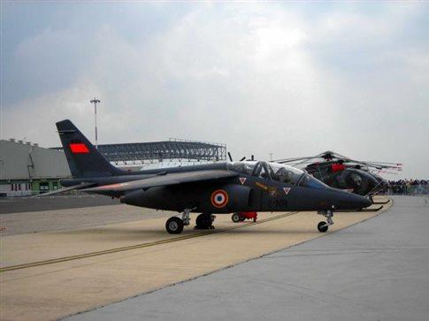 Γαλλία: Εκπαιδευτικό αεροσκάφος συνετρίβη σε κτίριο – Ενας νεκρός | tovima.gr