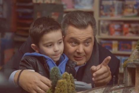 Σποτ ΑΝΕΛ: Ο Καμμένος σώζει από εκτροχιασμό το τρενάκι του Αλέξη | tovima.gr