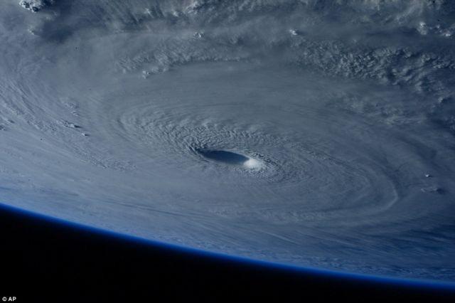 Διαστημικό zoom σε σούπερ τυφώνα | tovima.gr