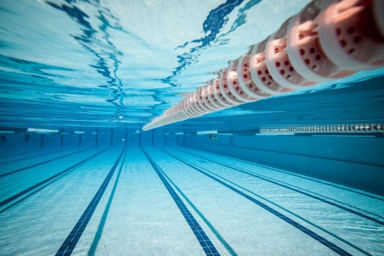 Σε κρίσιμη κατάσταση 9χρονος που έπεσε σε πισίνα | tovima.gr