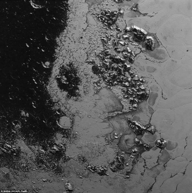 Και άλλη παγωμένη οροσειρά στον Πλούτωνα | tovima.gr