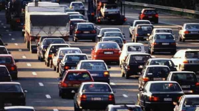 Αλεξιάδης: Καταργούνται τα μηδενικά τέλη κυκλοφορίας – Φέτος οι αλλαγές | tovima.gr