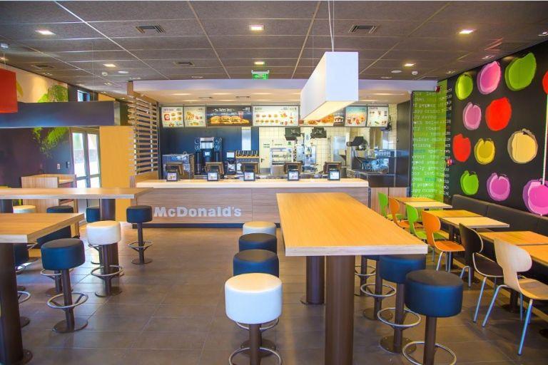 McDonald΄s: 8 νέα καταστήματα και 250 θέσεις εργασίας την επόμενη τριετία | tovima.gr