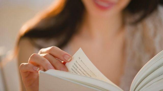 Η ανάγνωση βιβλίων μας χαρίζει χρόνια | tovima.gr