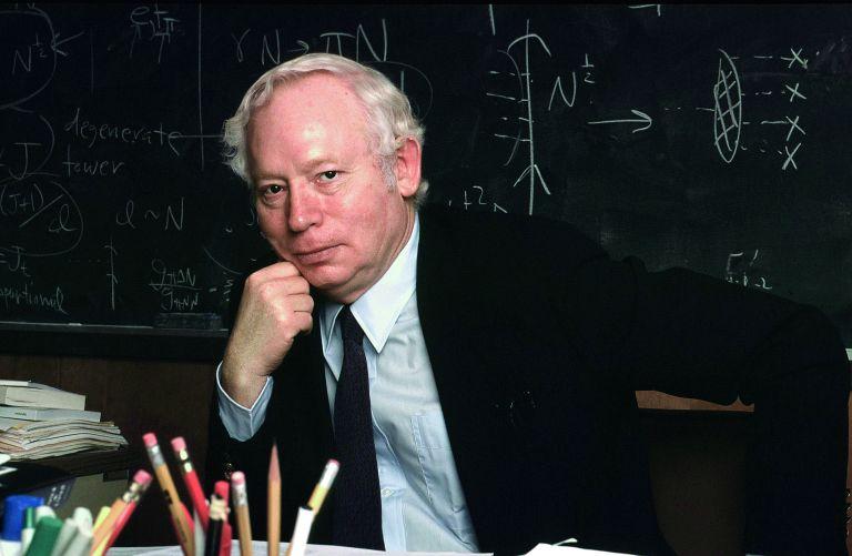 Στίβεν Γουάινμπεργκ: «Μια νέα επανάσταση σαν εκείνη του Αϊνστάιν είναι πιθανή στη Φυσική» | tovima.gr