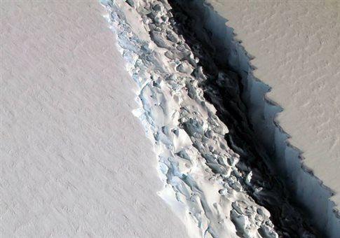 Γιγάντια ρωγμή εξαπλώνεται ανησυχητικά στην άκρη της Ανταρκτικής | tovima.gr