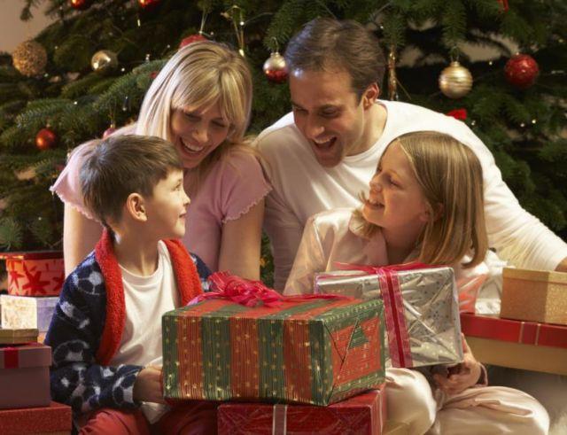 Τι πρέπει να προσέξουν οι γονείς στα ηλεκτρονικά δώρα που αγοράζουν | tovima.gr