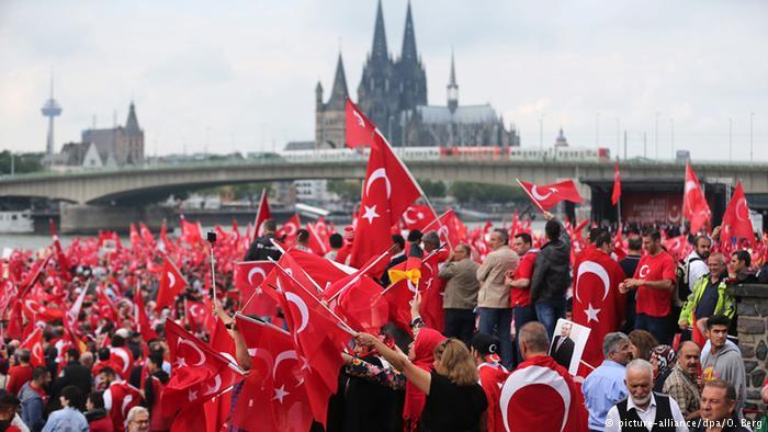 Γιατί οι Τούρκοι της Γερμανίας ψηφίζουν Ερντογάν; | tovima.gr