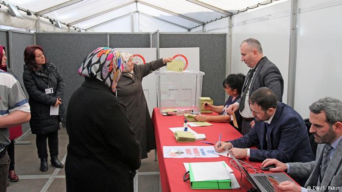 DW: Τι ψηφίζουν οι Τούρκοι στο Χυρτ της Γερμανίας; | tovima.gr