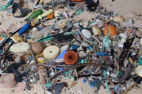 «Παρθένο» νησάκι η μεγαλύτερη χωματερή πλαστικών | tovima.gr