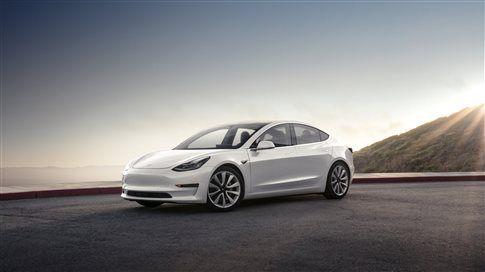 Η Tesla παρέδωσε τα κλειδιά των πρώτων Model 3 | tovima.gr