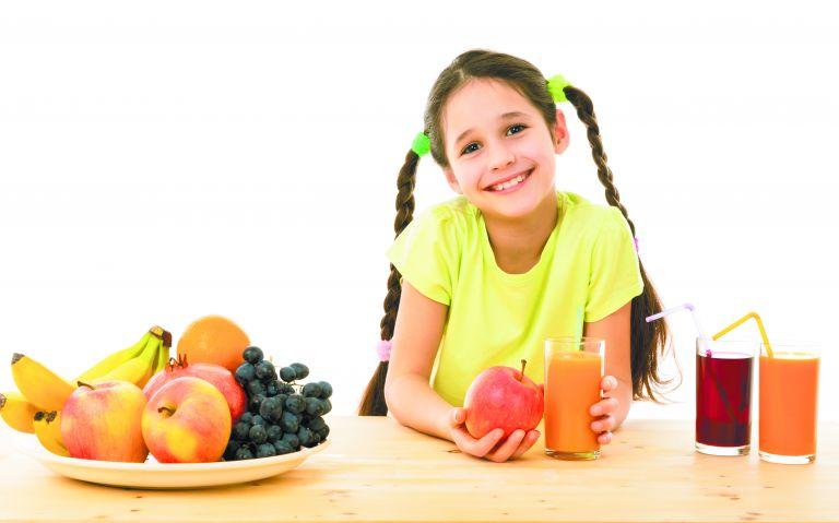 Φρούτα ολόκληρα ή τον χυμό τους; | tovima.gr
