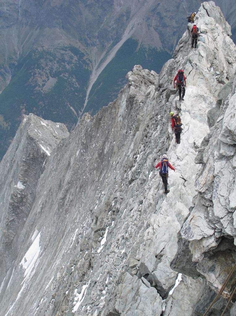 Ελβετία: Οκτώ αγνοούμενοι αλπινιστές από τεράστια κατολίσθηση στις Άλπεις | tovima.gr
