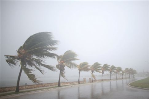 Ενισχύεται ο κυκλώνας Ίρμα καθώς προσεγγίζει τη Φλόριντα | tovima.gr