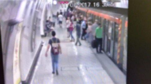 Τα μυστικά του επαγγέλματος των «ελαφροχέρηδων» στο μετρό (βίντεο)   tovima.gr