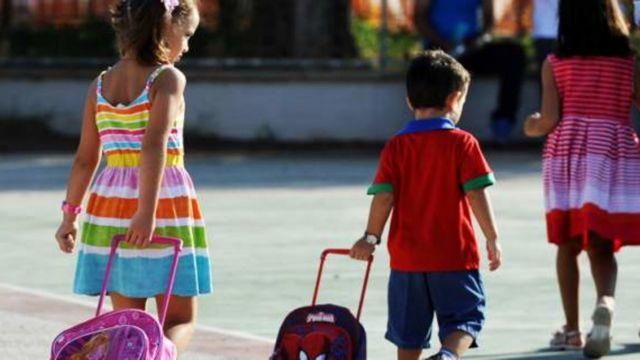 Τα παιδιά των πόλεων κινδυνεύουν από την ατμοσφαιρική ρύπανση ενώ περπατούν για το σχολείο | tovima.gr