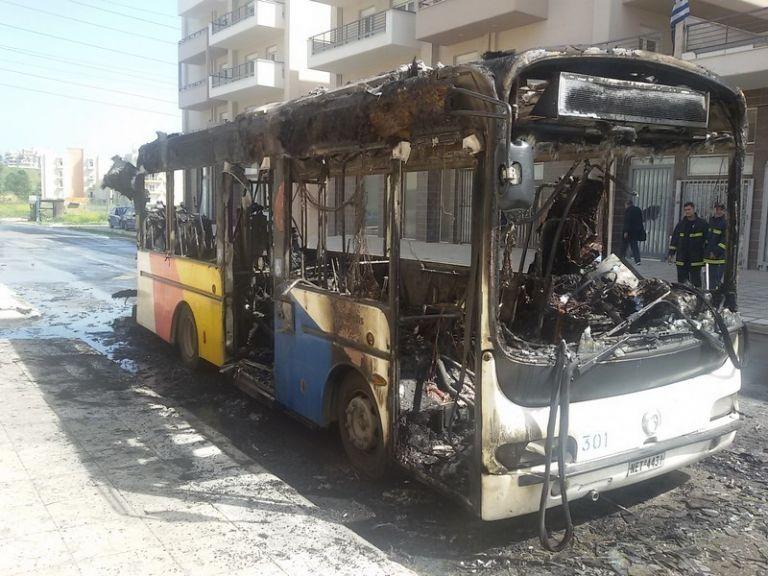 Θεσσαλονίκη: Φλεγόμενο λεωφορείο στην Εγνατία | tovima.gr