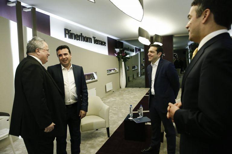 Νταβός – Τσίπρας για πΓΔΜ: «Πρώτα πρέπει να αντιμετωπίσουμε τον αλυτρωτισμό» – Ζάεφ: «Θα αλλάξουμε το όνομα στο αεροδρόμιο των Σκοπίων» | tovima.gr