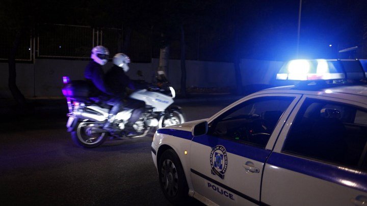 Επίθεση κουκολοφόρων σε σύνδεσμο του Ολυμπιακού   tovima.gr