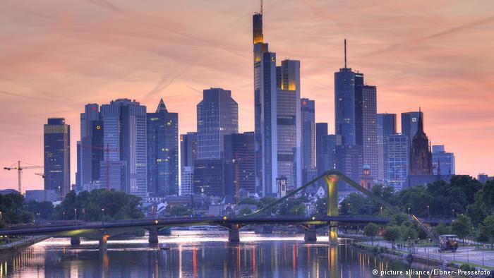 DW: Νέα γερμανική πολιτική για την ευρωζώνη; | tovima.gr
