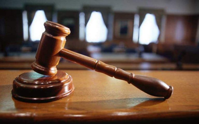 Κατεπείγουσα έρευνα για τους πυροβολισμούς κατά του δικαστικού επιμελητή | tovima.gr