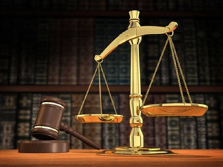 Στο πλευρό των δικαστικών επιμελητών οι συμβολαιογράφοι | tovima.gr