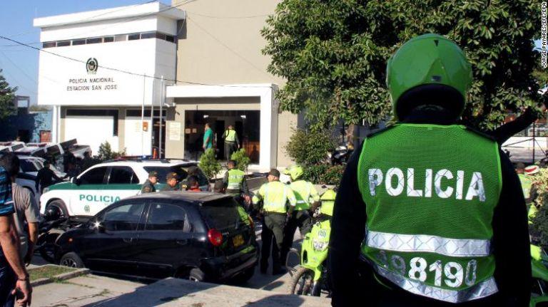 Κολομβία: Οκτώ αστυνομικοί σκοτώθηκαν από έκρηξη βόμβας   tovima.gr