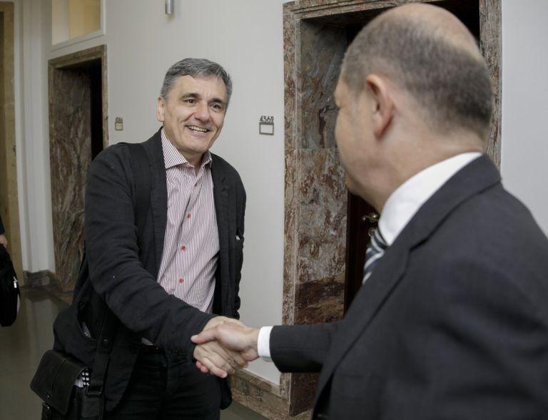 Σε καλό κλίμα η συνάντηση Τσακαλώτου-Σολτς- Επίκεντρο χρέος και ανάπτυξη | tovima.gr