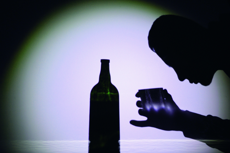 Νομίζω ότι βγαίνω με έναν αλκοολικό σοβαρό πρακτορείο γνωριμιών