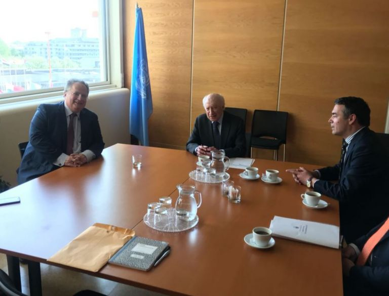 Συνάντηση Κοτζιά με Ντιμιτρόφ και Νίμιτς στη Βιέννη για το Μακεδονικό | tovima.gr