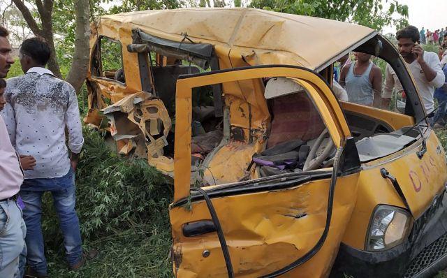 Ινδία: Σύγκρουση τρένου με σχολικό λεωφορείο με 13 παιδιά νεκρά | tovima.gr