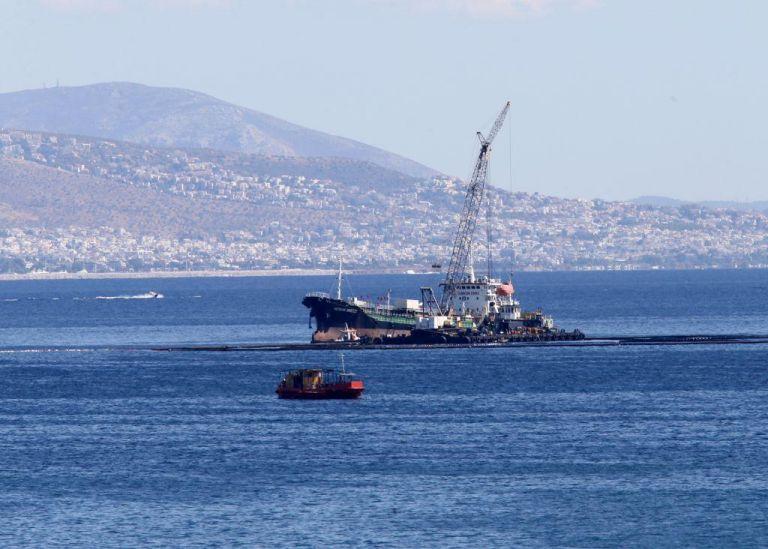 Σαλαμίνα: Βυθίστηκε φορτηγίδα χωρίς να προκαλέσει θαλάσσια ρύπανση | tovima.gr