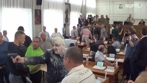 Ουκρανία: Πολιτικός άνοιξε πυρ κατά τη διάρκεια δημοτικού συμβουλίου | tovima.gr