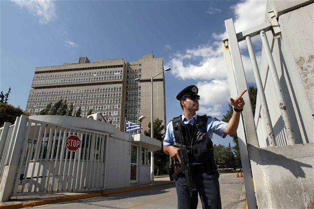 Δύο… βόλτες αντιεξουσιαστή «πρόδωσαν» στην ΕΛΑΣ το σχεδιο επίθεσης στο Υπουργείο Δημόσιας Ταξης   tovima.gr