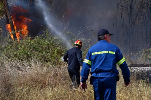 Συναγερμός στη Νέα Μάκρη – Πυρκαγιά στην Αγ. Μαρίνα | tovima.gr