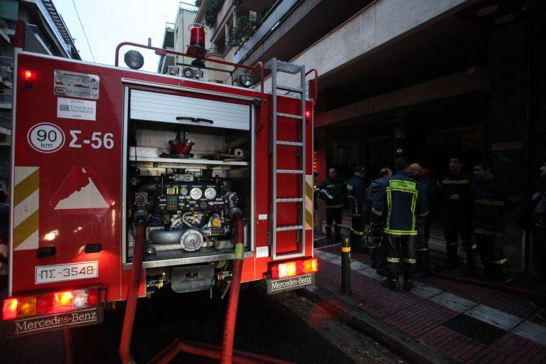 Υπό έλεγχο η φωτιά σε διαμέρισμα στη Νίκαια | tovima.gr