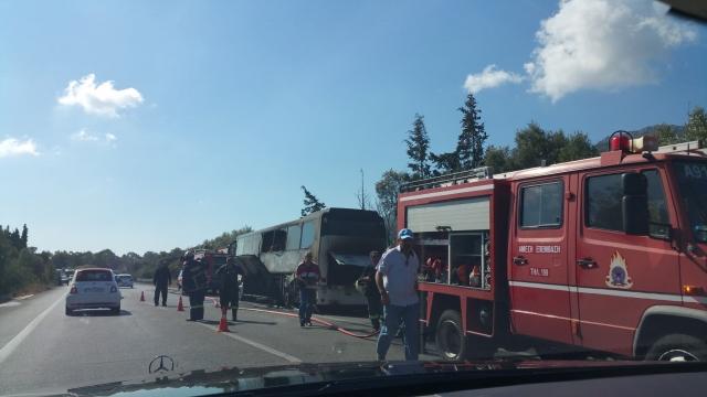 Κρήτη: Λεωφορείο παραδόθηκε στις φλόγες   tovima.gr
