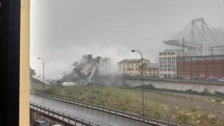 Τραγωδία στη Γένοβα: Κατέρρευσε οδογέφυρα – Πάνω από 20 οι νεκροί | tovima.gr