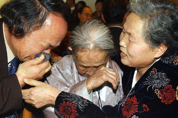 Επανενώσεις οικογενειών που είχαν χωριστεί με τον Πόλεμο της Κορέας | tovima.gr