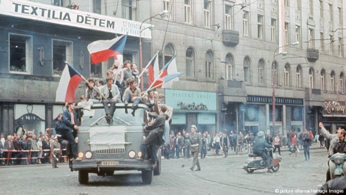 Πενήντα χρόνια από την «Άνοιξη της Πράγας» και την καταστολή της από τα σοβιετικά τεθωρακισμένα | tovima.gr