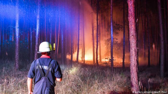 Υπό έλεγχο η μεγάλη πυρκαγιά κοντά στο Βερολίνο | tovima.gr
