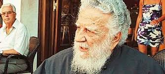 Πέθανε ο «ανυπότακτος» ιερέας που τέλεσε την κηδεία του Νίκου Καζαντζάκη | tovima.gr