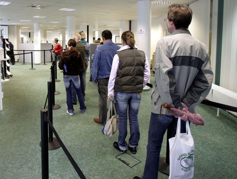 ΕΚΚΕ: Χάνονται καθημερινά 900 θέσεις εργασίας | tovima.gr