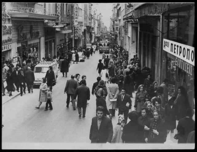 Βαγγέλης Χατζηβασιλείου: «Η λογοτεχνία κατέγραψε τα κακώς κείμενα προ της κρίσης» | tovima.gr