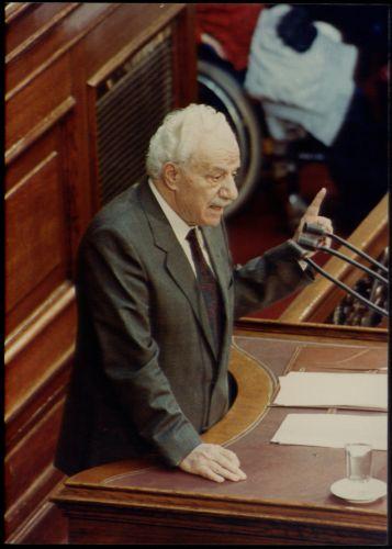 Χαρίλαος Φλωράκης: Ο χαρισματικός ηγέτης που «φοβάται» ο Περισσός   tovima.gr