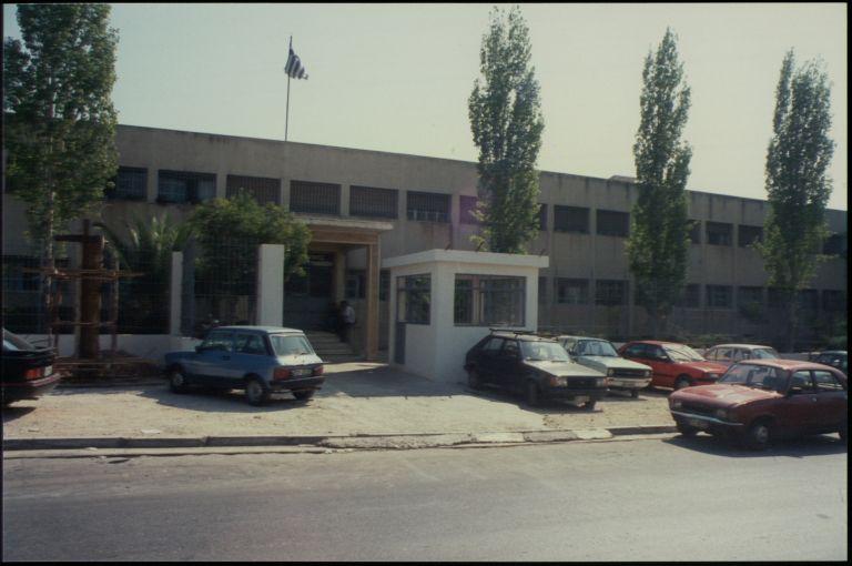 Νέο «σύστημα» προστατών στους επώνυμους της Στ΄ πτέρυγας Κορυδαλλού | tovima.gr